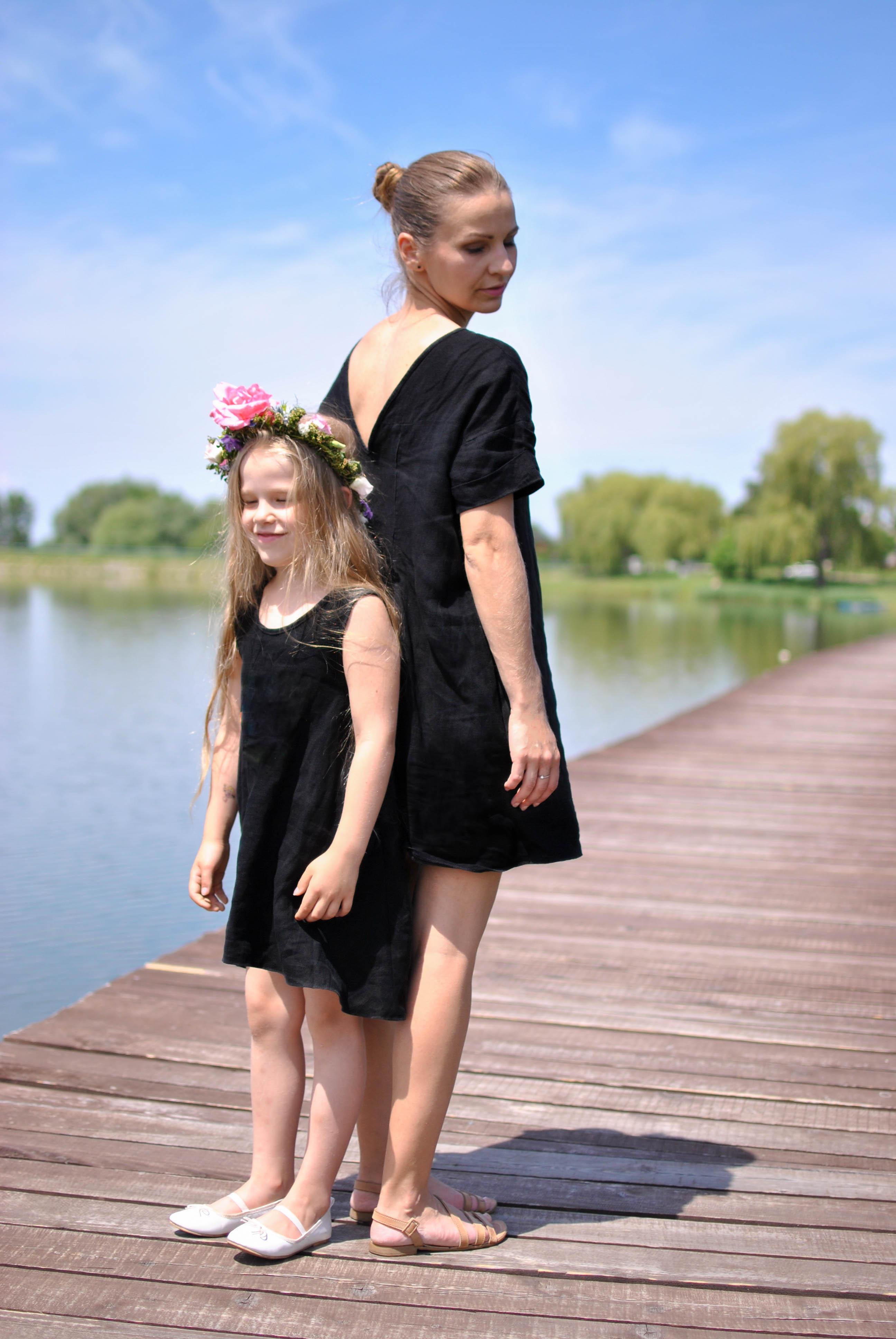 mama a dcera cierne saty